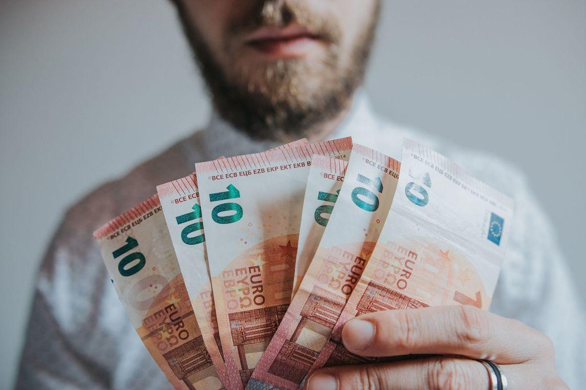 neo kriptogrāfijas tirdzniecība pelna naudu pusē latvija